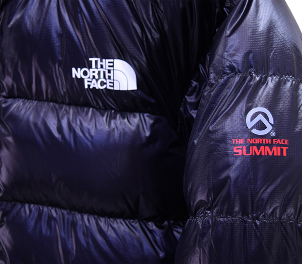 アルパインヌプシジャケットロゴ